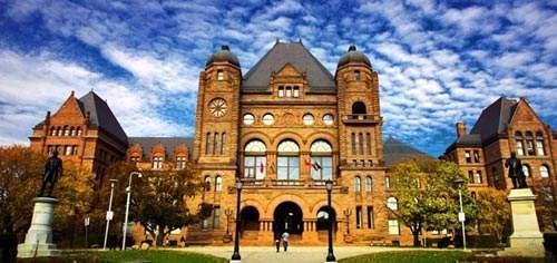 为什么都选择去加拿大留学,加拿大留学优势,加拿大教育中心,加拿大留学费用,加拿大移民政策