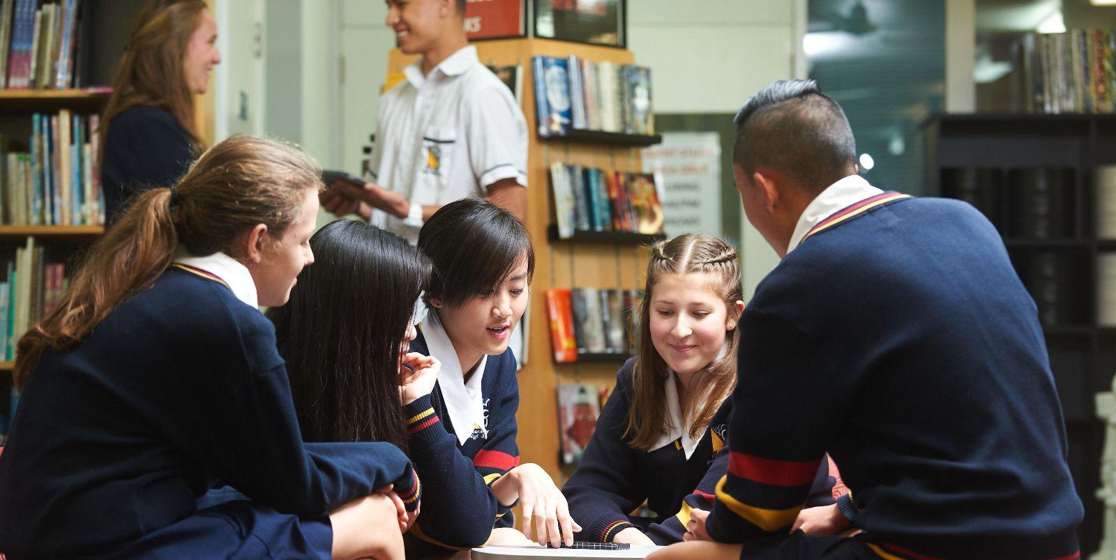 澳洲小学留学 中澳小学学习特色对比 澳洲小学申请材料 艾迪澳洲中小学申请