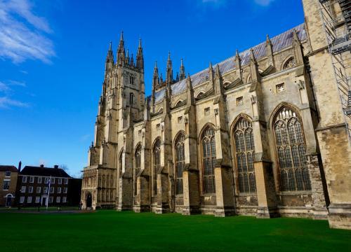 英国留学高考留学两不误