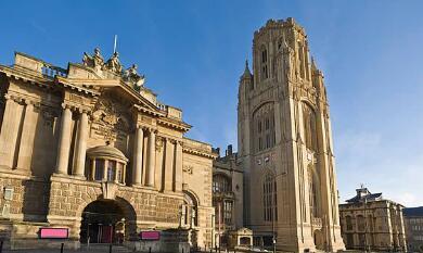 在三大世界排名中,哪些英国大学是世界TOP100的不倒翁?