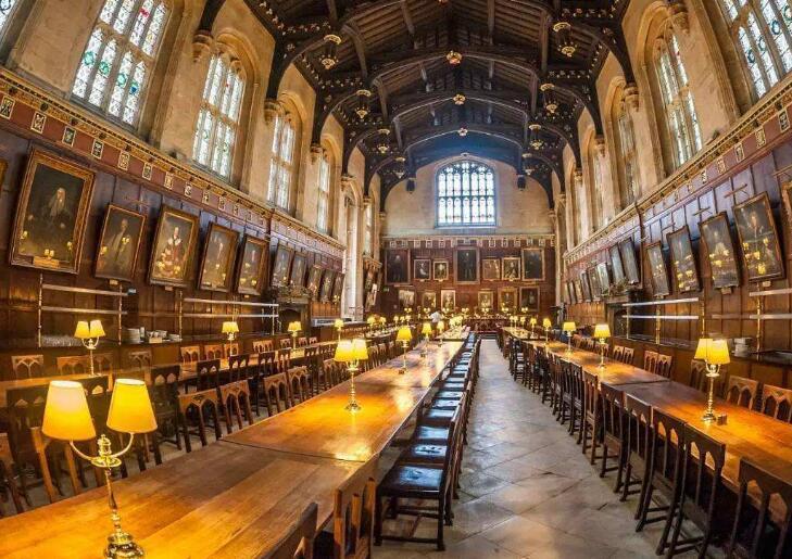想去哈利波特的魔法学院?英国这几所大学满足你