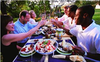 骚年,你该学学怎么和美国人同桌就餐!