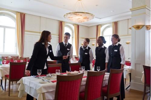 英国留学,英国大学,专业,翻译专业,土木工程专业,旅游与酒店管理专业