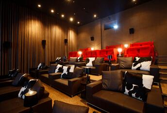 在VIP Lounge看电影