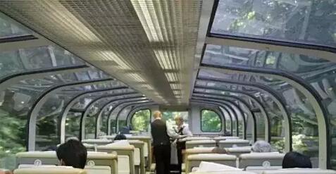 """坐上""""玻璃盒子""""吧!带你360度看遍加拿大美景"""