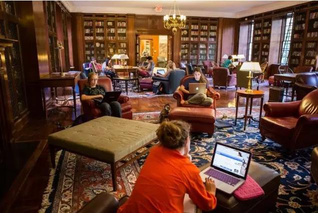 美国大学推荐,弗吉尼亚大学,美国公立常青藤,美国最美大学,美国大学申请
